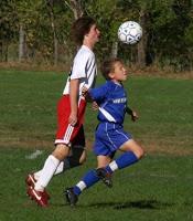 Vroegrijpe jongens of jongens die eerder in het jaar zijn geboren hebben vaak een fysieke voorsprong op de rest en vallen daardoor op bij scouts.