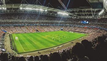 Uit hoeveel voetballers moet een land of club kunnen kiezen om de top te halen?