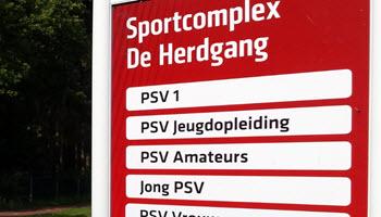 PSV houdt eigen jeugd zwaar voor de gek